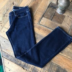 Levi's Mid Rise Straight Jean Size 28